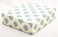 """Подарочная коробка """"Lilies"""" (16,5х20х5 см; синие элементы)"""