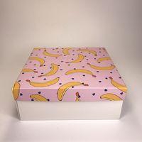 """Подарочная коробка """"Бананы на розовом"""" (19х19x7,5 см)"""