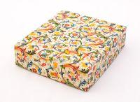 """Подарочная коробка """"Traditional"""" (13x15x4 см; красные элементы)"""
