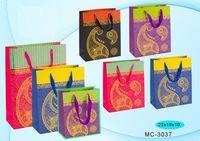 """Пакет бумажный подарочный """"Золотое тиснение"""" (в ассортименте; 23x18x10 см; арт. МС-3037)"""