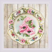 """Вышивка гладью """"Тарелка с розовыми маками"""" (210х210 мм)"""