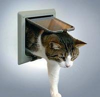 """Откидная дверца с тоннелем для кошки """"TRIXIE"""" (серый, арт. 38642)"""
